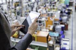 Mit SAP S/4HANA werden die Transaktionen wesentlich vereinfacht und lassen sich über mobile Geräte abbilden. (Quelle: yoh4nn/iStock)